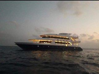 Myna Boat liveaboard