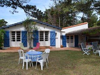 Grande villa familiale proche de la mer avec cuisine d'été, parking et jardin