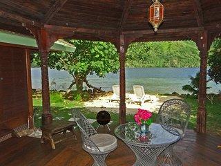 Bougainvilla - Robinson's Cove