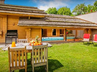 Skiing, sauna, spa and a pool at 5* chalet with home cinema - OVO Network