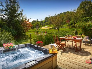 Enjoy the mountains and lake from this delightful 4* chalet - OVO Network