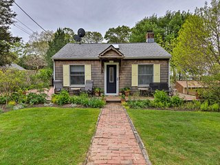 Cute East Hampton Cottage w/ Patio - Walk to Beach