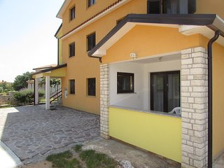 Vilanija Apartment Sleeps 6 with Air Con and WiFi - 5796221