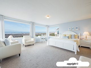 2420 Ocean Vista - ALL DECKED OUT: Ocean Front + Pet Friendly