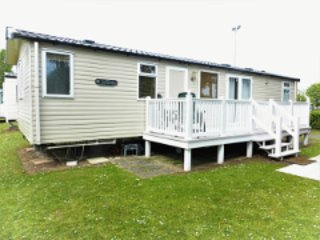 Lily,  dog friendly 3 bedroom caravan on award winning Rockley Park, Poole, location de vacances à Sandford