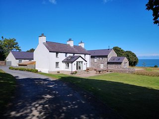 PENRHYN FARM, 4 Bedroom(s), Pet Friendly, Dulas