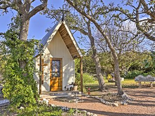 'White Chapel' Cozy Kerrville Cottage on 6 Acres!