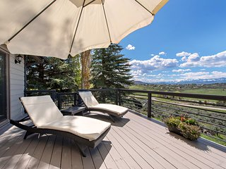 Luxury Mountain Home with Incredible Mountain Views, Great Location, Near Skiing