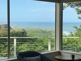 Unique, modern home- entertainment center,wifi, fireplace, great views
