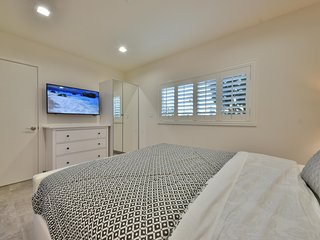 1244#2 Luxurious Newly Remodeled Beach Home, Sleeps 4 w/ AC