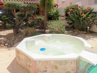 Bompas Holiday Home Sleeps 6 with Pool Air Con and Free WiFi - 5793718