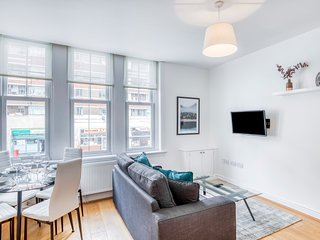 Stylish 1 Bed Flat next to Tube in Clapham