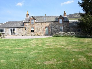 75284 Cottage situated in Glen Clova