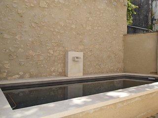 Bel Appartement, centre village piscine chauffee