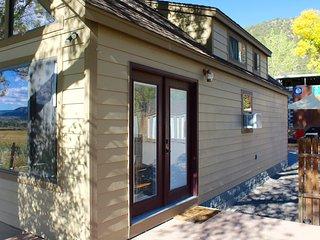 Charming 2 BR Tiny Home : Basecamp 550