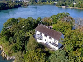 YNYS CASTELL, 7 Bedroom(s), Pet Friendly, Menai Bridge