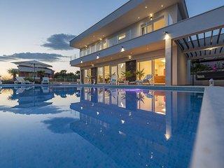 Luxury 5 Star Villa With Heated Pool, Jacuzzi and Sauna-AdriaticLuxuryVillasW125