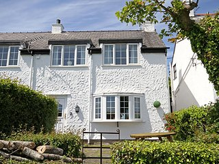 CHARTER COTTAGE, 3 Bedroom(s), Pet Friendly, Moelfre