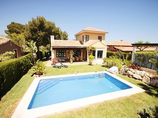 3 bedroom Villa with Pool and WiFi - 5802280