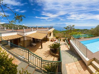 Villa Makia with Heated Private Swimming Pool, Sea View, Terraces and Parking
