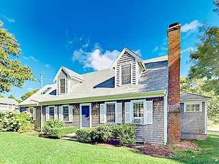 Spacious 4BR, 4.5BA South Chatham Home w/ 3-Season Room, Near Forest Beach