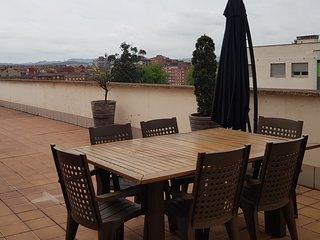 Lauredal - Ático amplio con 2 hab, vistas, terraza amplia, WIFI, 6 personas