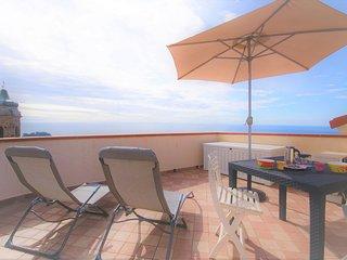 Loft con terrazza con strabiliante vista sui tetti e sul mare - Ap20