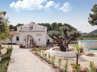 Awesome home in Torremanzanas w/ WiFi, Outdoor swimming pool and 5 Bedrooms (EBI