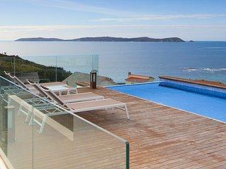 Montalvo Villa Sleeps 10 with Pool - 5798296