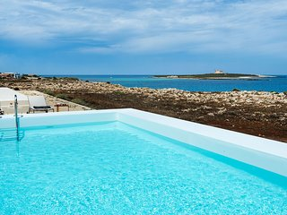 Portopalo di Capo Passero Villa Sleeps 6 with Pool Air Con and WiFi - 5688522