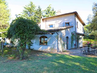 San Quirico Villa Sleeps 8 with Pool and WiFi - 5247511