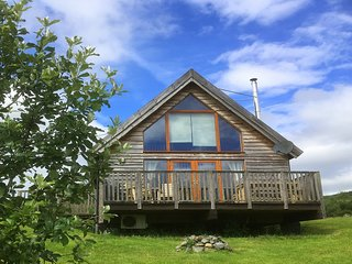 Osprey Log Cabin, with loch views and hot tub