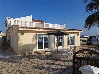 Villa 5 dormitorios 1ª linea playa Flamenca