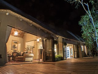 Honeymoon Suite - The River Lodge at Thornybush