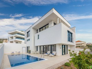 3 bedroom Villa with Pool, Air Con and WiFi - 5800411