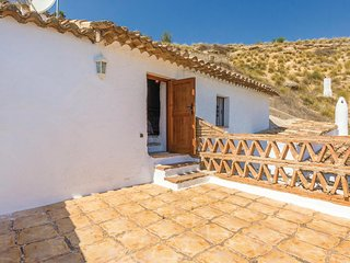 Amazing home in Fontanar w/ WiFi and 4 Bedrooms