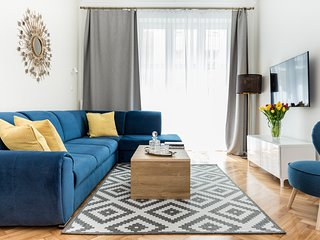 LUXE LIVING Stylish Designer Prime Stay Location