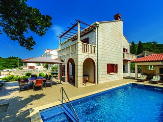Villa Anka - Five-Bedroom Villa with Terrace and Swimming Pool