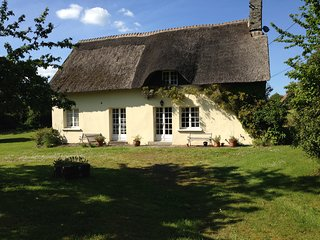 Traditional Thatched Cottage in Stunning Rural Setting