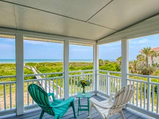 BEACHFRONT! Fabulous VIEW, Priv. Porch & Boardwalk to Quiet Beach, Spacious & Be