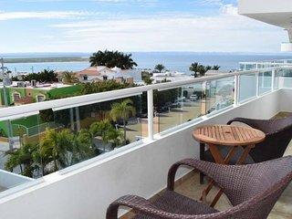 Oceanview + 3rd floor + rooftop jacuzzi + pool