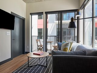 Sonder | Mill Ave | Gorgeous 1BR + Laundry