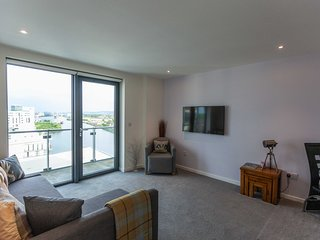 STUNNING Waterfront West End Apartment Glasgow