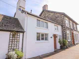 ROCK COTTAGE, pet-friendly, WiFi, near Rhayader