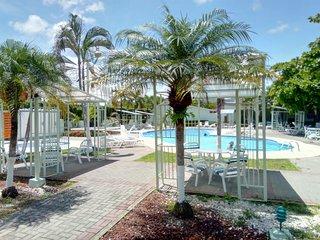 Jaco Beach Condo - Poolside, Pets, Beach 1 block!