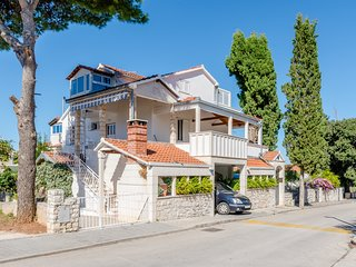 Apartment Mia-Three Bedroom Apartment with Sea View Terrace