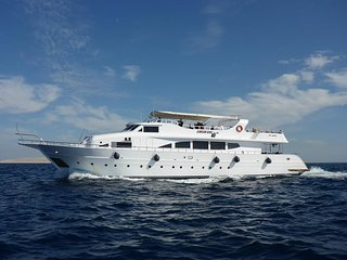 Liveaboard holiday in Hurghada
