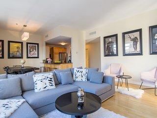 #3032015 . Lofty Downtown Apartment | 100 Walk Score