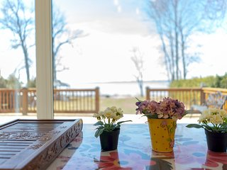 DIRECT WATERFRONT COTTAGE | 4 BED | 2.5 BATH