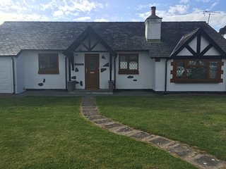 Ty'r Ffynnon (The Well House) - Beautiful 3 Bedroom Bungalow on Anglesey